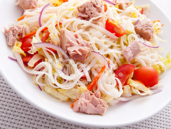33029152-rice-noodle-salad-with-tuna-fish