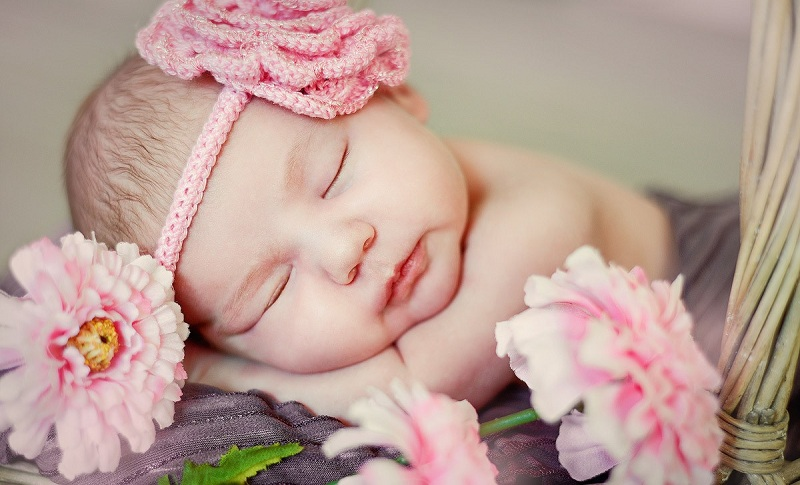 Lotus Childbirth: The Pros and Cons